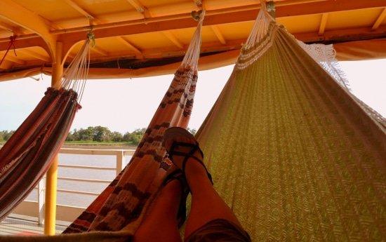 Hangmatten op rivierboot Amazone