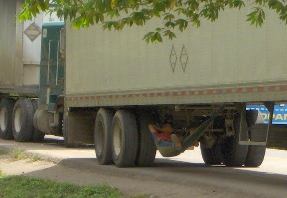 Hangmat voor vermoeide vrachtwagenchauffeurs